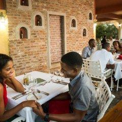 Отель Jewel Paradise Cove Adult Beach Resort & Spa Ямайка, Сент-Аннc-Бей - отзывы, цены и фото номеров - забронировать отель Jewel Paradise Cove Adult Beach Resort & Spa онлайн питание фото 3