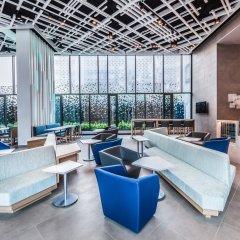 Отель Holiday Inn Express Bangkok Soi Soonvijai интерьер отеля фото 2
