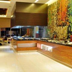 Отель Cinnamon RED Colombo Шри-Ланка, Коломбо - отзывы, цены и фото номеров - забронировать отель Cinnamon RED Colombo онлайн питание фото 2