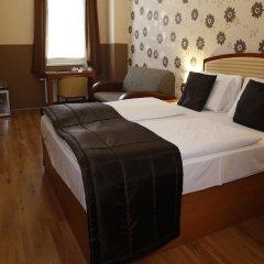 Six Inn Hotel сейф в номере
