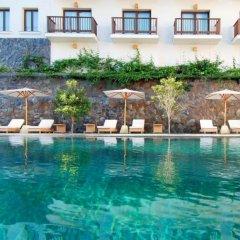 Padma Hotel Bandung бассейн