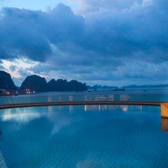 Wyndham Legend Halong Hotel бассейн