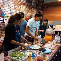 Zee Thai Hostel Бангкок питание