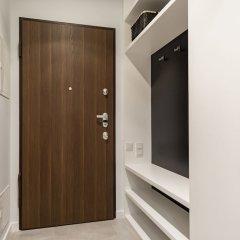 Апартаменты Mennica Residence Chic Apartment сейф в номере