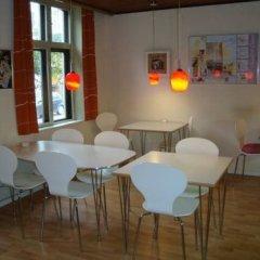 Отель Det Lille Дания, Оденсе - отзывы, цены и фото номеров - забронировать отель Det Lille онлайн гостиничный бар