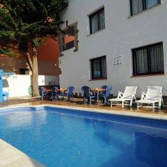 Отель Apartamentos AR Family Caribe Испания, Льорет-де-Мар - отзывы, цены и фото номеров - забронировать отель Apartamentos AR Family Caribe онлайн бассейн фото 2