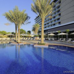 Отель Park Inn by Radisson, Abu Dhabi Yas Island бассейн