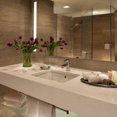 Отель Millennium Hilton New York One UN Plaza США, Нью-Йорк - 1 отзыв об отеле, цены и фото номеров - забронировать отель Millennium Hilton New York One UN Plaza онлайн ванная