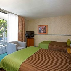 Travelodge Hotel at LAX комната для гостей фото 3