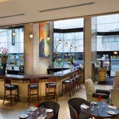 Отель Metropolitan Hotel Vancouver Канада, Ванкувер - отзывы, цены и фото номеров - забронировать отель Metropolitan Hotel Vancouver онлайн гостиничный бар