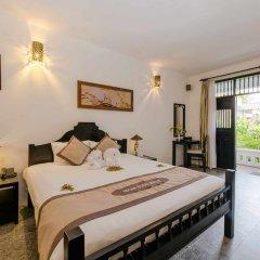 Отель Hoi An Coco River Resort & Spa сейф в номере