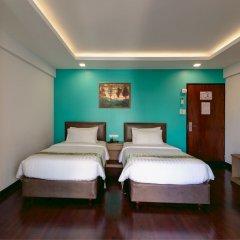 Отель Stable Lodge сейф в номере