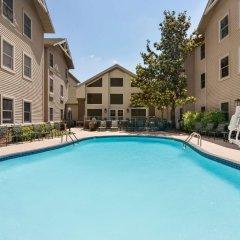 Отель Hampton Inn & Suites Springdale бассейн