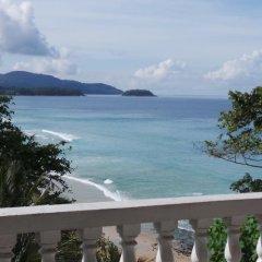 Отель On The Hill Karon Resort балкон