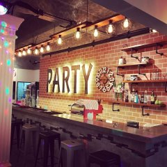 Bodega Phuket Party Hostel - Adults Only гостиничный бар