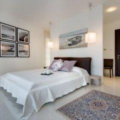 Отель Marvellous Apartment in Tigne Point With Pool Мальта, Слима - отзывы, цены и фото номеров - забронировать отель Marvellous Apartment in Tigne Point With Pool онлайн комната для гостей фото 2