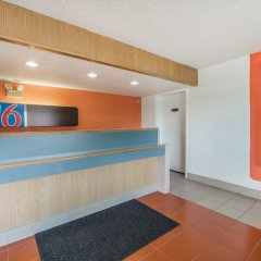 Отель Motel 6 Columbus - Worthington США, Колумбус - отзывы, цены и фото номеров - забронировать отель Motel 6 Columbus - Worthington онлайн интерьер отеля