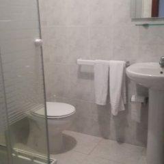 Отель Guest House PensiÓn Residencia MiÑones Камариньяс ванная