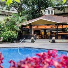 Отель Holiday Inn Guadalajara Expo бассейн фото 3