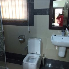 Отель Primal Hotel Нигерия, Лагос - отзывы, цены и фото номеров - забронировать отель Primal Hotel онлайн ванная