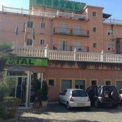 Отель Hostal La Casa de Enfrente парковка фото 2