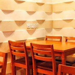 Отель Ashaz Inn (and Cafe) Мале в номере