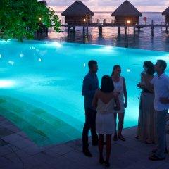 Отель Manava Beach Resort and Spa Moorea Французская Полинезия, Папеэте - отзывы, цены и фото номеров - забронировать отель Manava Beach Resort and Spa Moorea онлайн бассейн