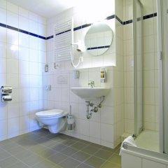 Отель A&O Berlin Friedrichshain Германия, Берлин - 3 отзыва об отеле, цены и фото номеров - забронировать отель A&O Berlin Friedrichshain онлайн ванная