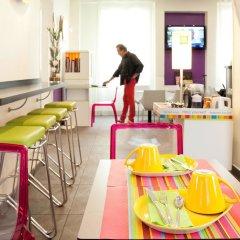 Отель Ibis Styles Pigalle Montmartre Париж гостиничный бар