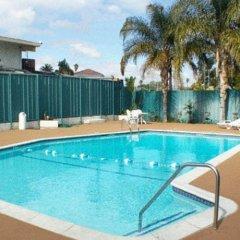 Отель Motel 6 Canoga Park США, Лос-Анджелес - отзывы, цены и фото номеров - забронировать отель Motel 6 Canoga Park онлайн бассейн фото 3