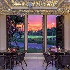 Отель Summit Windmill Golf Residence гостиничный бар