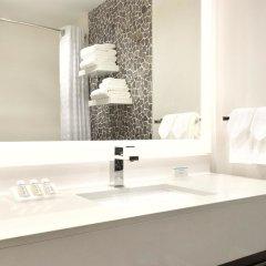 Отель Hilton Garden Inn Calgary Downtown ванная
