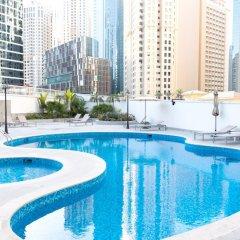 Отель Luxury Staycation - Continental Tower бассейн