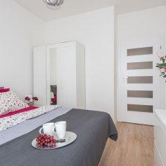 Апартаменты P&O Apartments Okecie комната для гостей фото 5
