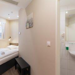 Отель Le Petit Hotel Prague Чехия, Прага - 9 отзывов об отеле, цены и фото номеров - забронировать отель Le Petit Hotel Prague онлайн ванная фото 2