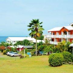 Beachcombers Hotel пляж