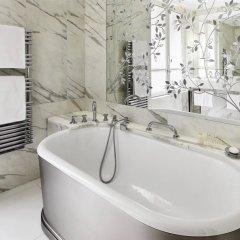 Hotel Plaza Athenee Париж ванная фото 2