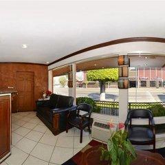 Отель Rodeway Inn Convention Center США, Лос-Анджелес - отзывы, цены и фото номеров - забронировать отель Rodeway Inn Convention Center онлайн гостиничный бар