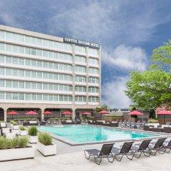 Отель Capitol Skyline бассейн