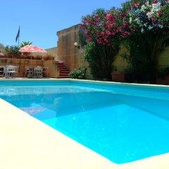 Отель Mariblu Bed & Breakfast Guesthouse Мальта, Шевкия - отзывы, цены и фото номеров - забронировать отель Mariblu Bed & Breakfast Guesthouse онлайн бассейн фото 2