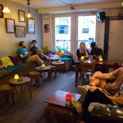 Отель Flying Pigs Downtown Hostel Amsterdam Нидерланды, Амстердам - 1 отзыв об отеле, цены и фото номеров - забронировать отель Flying Pigs Downtown Hostel Amsterdam онлайн гостиничный бар