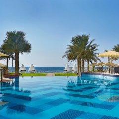 Отель The Ajman Palace бассейн