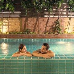 Отель Aspen Suites Бангкок бассейн