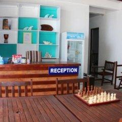 Отель Thulusdhoo Surf Camp Остров Гасфинолу интерьер отеля