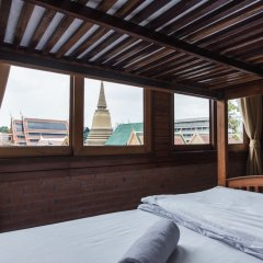 Отель Feung Nakorn Balcony Rooms And Cafe Бангкок комната для гостей фото 5