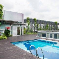 Отель Chancellor@Orchard Сингапур, Сингапур - отзывы, цены и фото номеров - забронировать отель Chancellor@Orchard онлайн бассейн фото 2