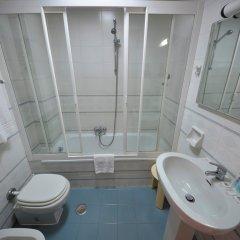 Отель Palm Beach Hotel Италия, Чинизи - 1 отзыв об отеле, цены и фото номеров - забронировать отель Palm Beach Hotel онлайн ванная фото 2