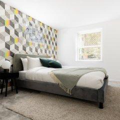 Отель The Kensington Grove - Stylish 2bdr Flat With Private Patio Лондон комната для гостей фото 2