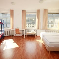 Отель a&o Nürnberg Hauptbahnhof комната для гостей фото 4