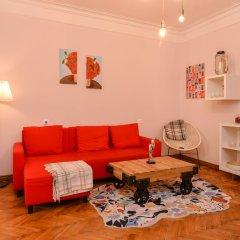 Отель FM Deluxe 2-BDR Apartment - La La Land Болгария, София - отзывы, цены и фото номеров - забронировать отель FM Deluxe 2-BDR Apartment - La La Land онлайн комната для гостей фото 3